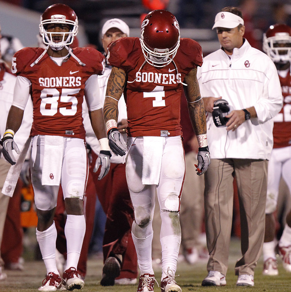 Photo - Oklahoma's Kenny Stills (4) hangs his head as he walks down the sideline in front of coach Bob Stoops and Oklahoma's Ryan Broyles (85) in the 41-38 loss during the college football game between the University of Oklahoma Sooners (OU) and Texas Tech University Red Raiders (TTU) at the Gaylord Family-Oklahoma Memorial Stadium on Sunday, Oct. 23, 2011. in Norman, Okla. Photo by Chris Landsberger, The Oklahoman