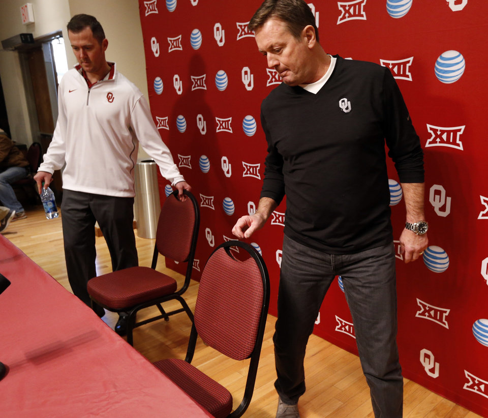 Photo - University of Oklahoma Sooner (OU) head coach Bob Stoops, right, introduces new offensive coordinator Lincoln Riley on Jan. 17, 2015 in Norman, Okla. Photo by Steve Sisney, The Oklahoman
