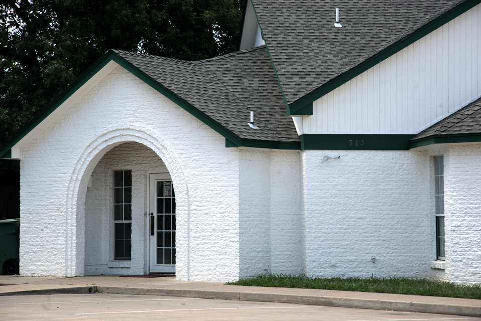 Photo - Islamic Society of Edmond's mosque is located at 525 N. University in Edmond. PHOTO BY SARAH PHIPPS, THE OKLAHOMAN.  SARAH PHIPPS - THE OKLAHOMAN