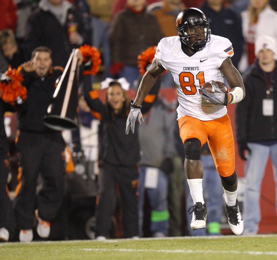 Photo - Oklahoma State's' Justin Blackmon (81) scores a touchdown during a college football game between the Oklahoma State University Cowboys (OSU) and the Iowa State University Cyclones (ISU) at Jack Trice Stadium in Ames, Iowa, Friday, Nov. 18, 2011. Photo by Bryan Terry, The Oklahoman