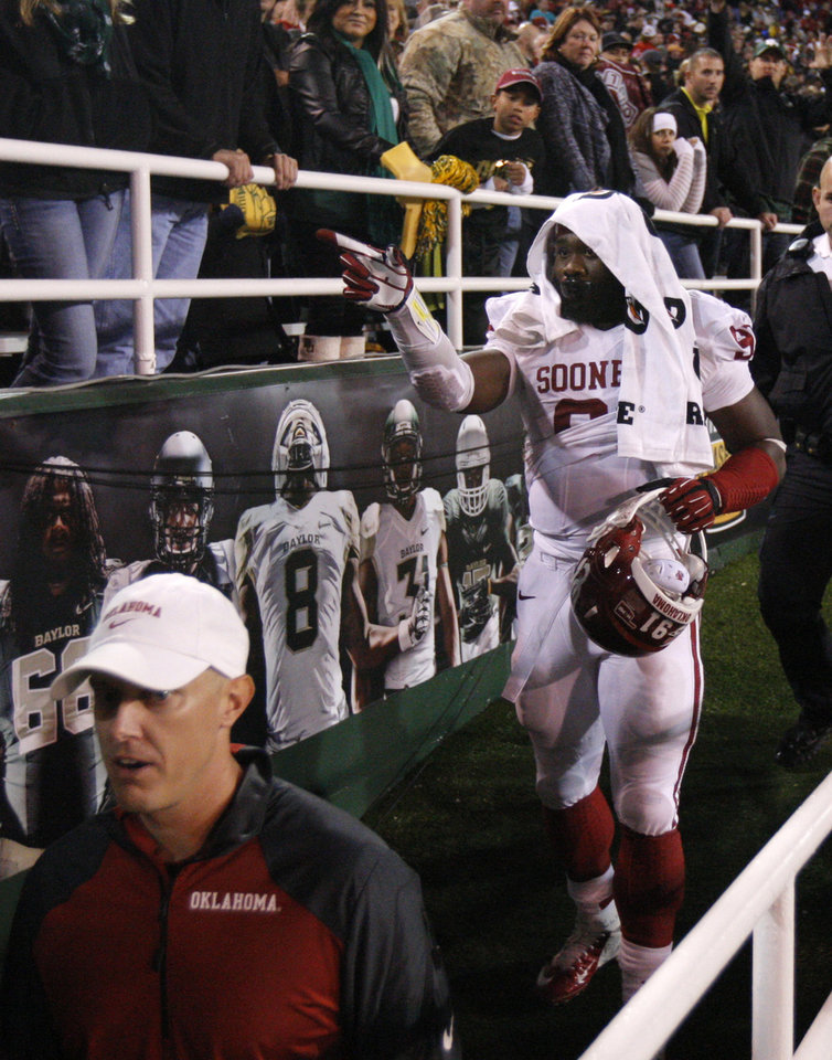 Oklahoma's Charles Tapper (91) leaves the field after getting ejected during an NCAA college football game between the University of Oklahoman (OU) Sooners and the Baylor Bears at Floyd Casey Stadium in Waco, Texas, Thursday, Nov. 7, 2013. Baylor won 41-12. Photo by Bryan Terry, The Oklahoman