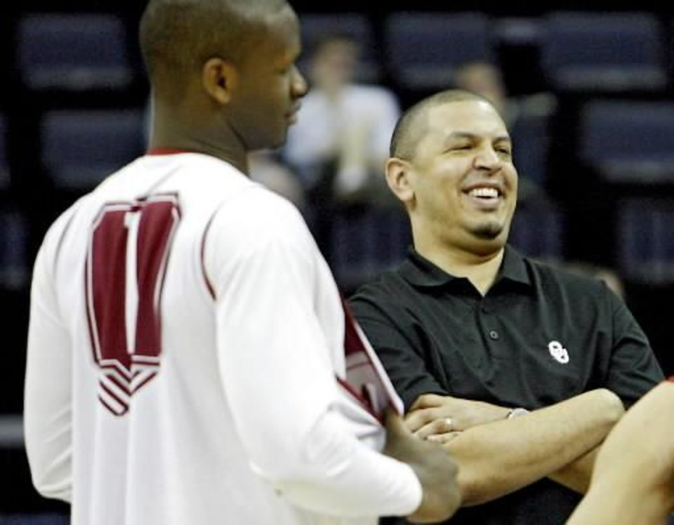 Photo - Oklahoma coach Jeff Capel jokes around with his Sooners during media and practice day of the NCAA Men's Basketball Regional at the FedEx Forum on Thursday, March 26, 2009, in Memphis, Tenn. PHOTO BY CHRIS LANDSBERGER, THE OKLAHOMAN