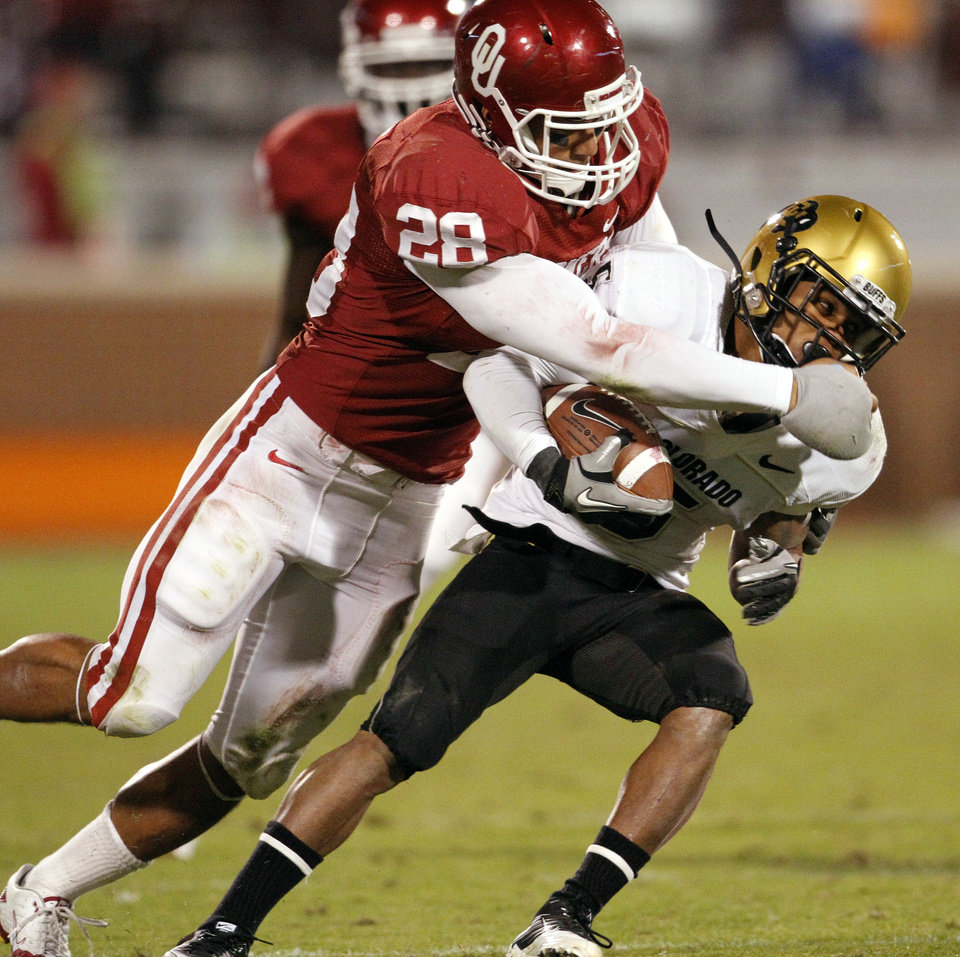 Photo - Travis Lewis (28) tackles Rodney Stewart (5) during the second half of the college football game between the University of Oklahoma (OU) Sooners and the University of Colorado Buffaloes at Gaylord Family-Oklahoma Memorial Stadium in Norman, Okla., Saturday, October 30, 2010.  Photo by Steve Sisney, The Oklahoman