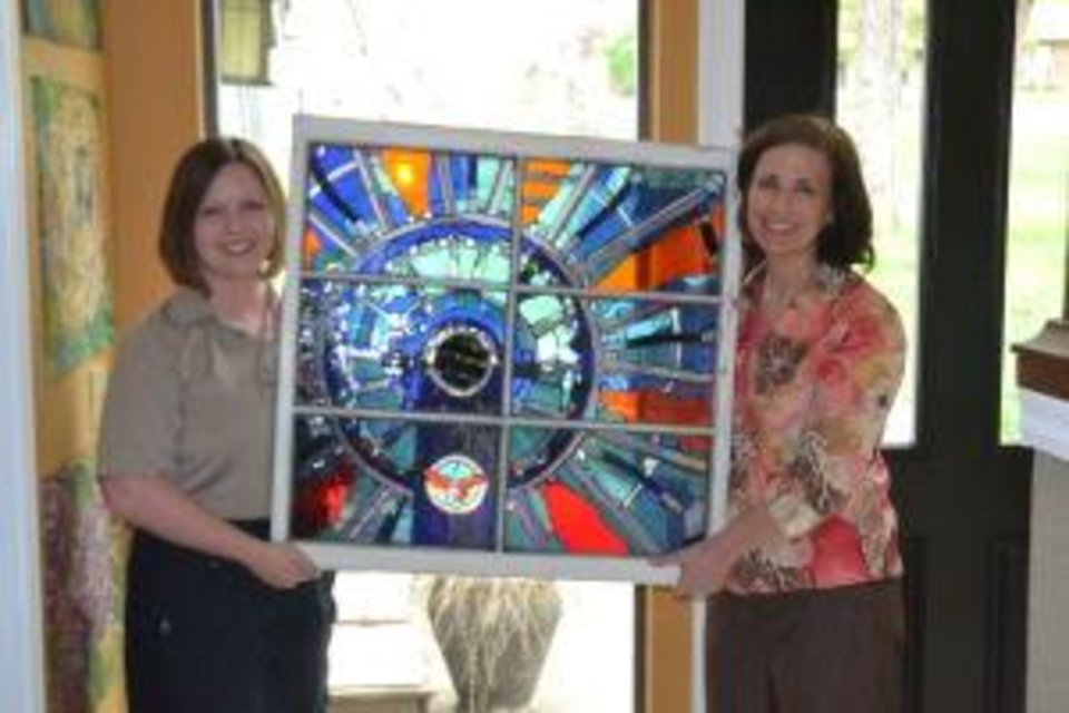 Ashley Key and Katie Pernu show Pernu's stained-glass artwork. (Broken Arrow Ledger photo)