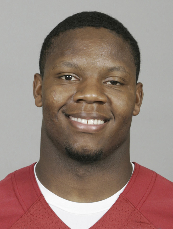 Photo - OU / COLLEGE FOOTBALL: In this photo provided  by the University of Oklahoma Athletics, Oklahoma linebacker Curtis Lofton is pictured in an undated photo.(AP Photo/University of Oklahoma Athletics) ORG XMIT: OKSO106