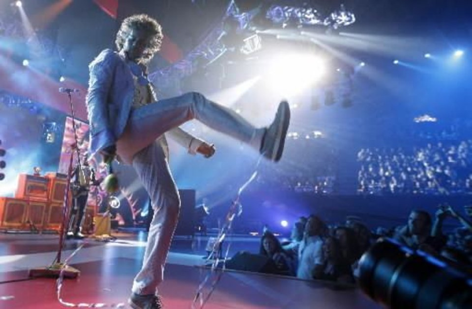 Musician Wayne Coyne of \'The Flaming Lips\' performs at the VH1 Rock Honors The Who on Saturday July 12, 2008 in Los Angeles. (AP Photo/Matt Sayles)