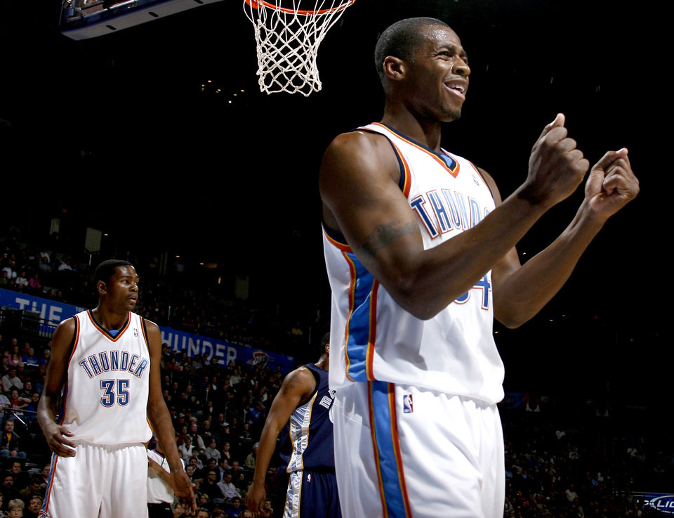 Photo - REACTION: Desmond Mason of Oklahoma City reacts after a call in the first half of the NBA basketball game between the Oklahoma City Thunder and the Memphis Grizzlies at the Ford Center in Oklahoma City, Wednesday, Dec. 10, 2008. PHOTO BY BRYAN TERRY, THE OKLAHOMAN  ORG XMIT: KOD