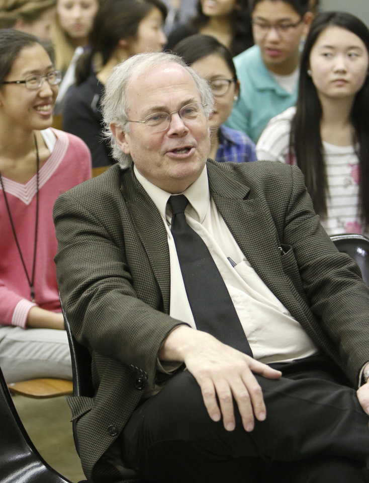 Photo -  Gregory Petsko lectures about Parkinson's disease at the Oklahoma School of Science and Mathematics. Photo by Paul Hellstern, The Oklahoman   PAUL HELLSTERN -  Oklahoman
