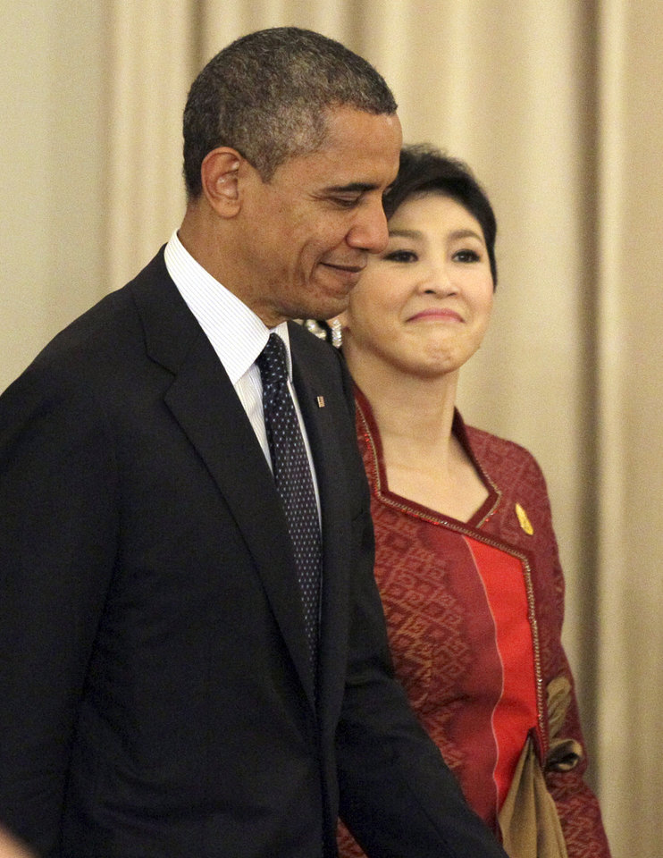 Photo -   U.S. President Barack Obama, left, and Thai Prime Minister Yingluck Shinawatra arrive for a joint press conference at the Government House in Bangkok, Thailand, Sunday, Nov. 18, 2012. (AP Photo/Sakchai Lalit)