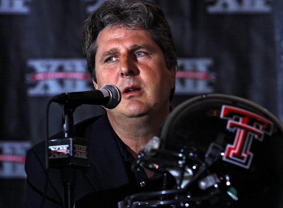 Photo - COLLEGE FOOTBALL: Texas Tech University head coach Mike Leach speaks with the media during the 2008 Big 12 Conference Football Media Days at the Kansas City Marriott Downtown in Kansas City, Mo., on Monday July 21, 2008. By John Clanton, The Oklahoman ORG XMIT: KOD