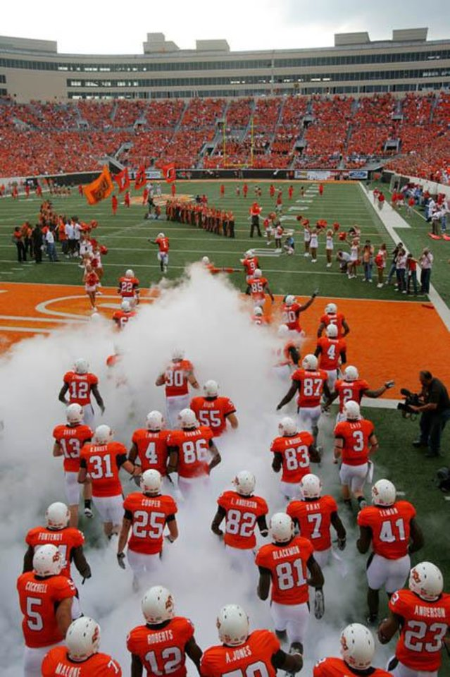 Photo -  The Cowboys come onto the field during the Oklahoma State University (OSU) college football game with the University of Houston (UH) at Boone Pickens Stadium Saturday, Sept. 6, 2008 in Stillwater, Okla. BY MATT STRASEN, THE OKLAHOMAN