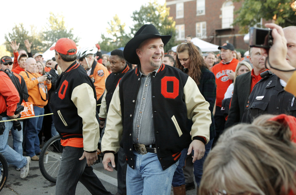 Photo - Garth Brooks, Robin Ventura and Barry Sanders take part in the walk before the college football game between Oklahoma State University (OSU) and the University of Missouri (MU) at Boone Pickens Stadium in Stillwater, Okla. Saturday, Oct. 17, 2009.  Photo by Doug Hoke, The Oklahoman