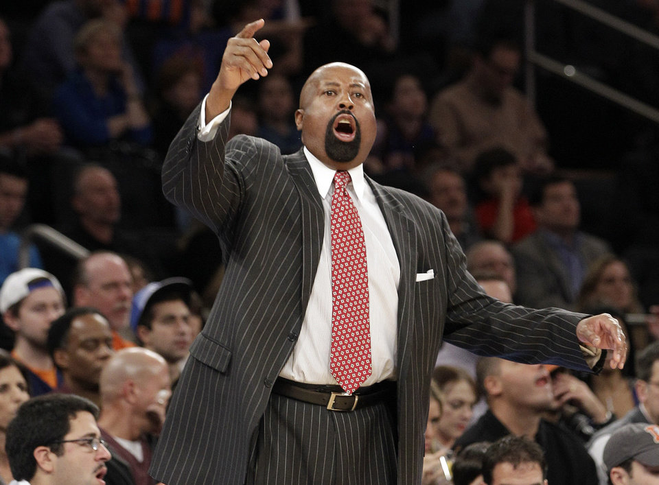 New York Knicks head coach Mike Woodson gestures toward his team as they execute a play in the second half of an NBA basketball game against the Indiana Pacers at Madison Square Garden in New York, Sunday, Nov. 18, 2012. (AP Photo/Kathy Willens)