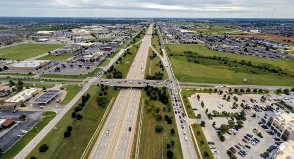 Photo -  The Memorial Road corridor, looking east along the Kilpatrick Turnpike just west of May Avenue, has turned into the city's largest retail draw since Quail Springs Mall opened in 1980. [CHRIS LANDSBERGER/THE OKLAHOMAN]