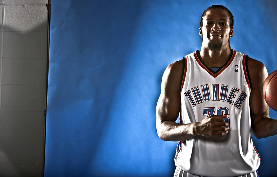 Photo - DO NOT USE. FOR THUNDER PREVIEW ONLY. 		NBA BASKETBALL: ETAN THOMAS during the Oklahoma City Thunder media day on Monday, Sept. 28, 2009, in Oklahoma City, Okla.  Photo by Chris Landsberger, The Oklahoman. ORG XMIT: KOD