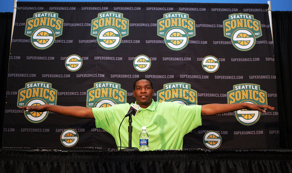 Photo - Basketball player and NBA-hopeful Kevin Durant shows his arm span after he was asked by a reporter to show his reach after Duran toured the Seattle Supersonics practice facility and met with Supersonics executives as the NBA team prepared for the upcoming draft in Seattle, on Sunday, June 24, 2007. (AP Photo/Kevin P. Casey) ORG XMIT: WAKC102