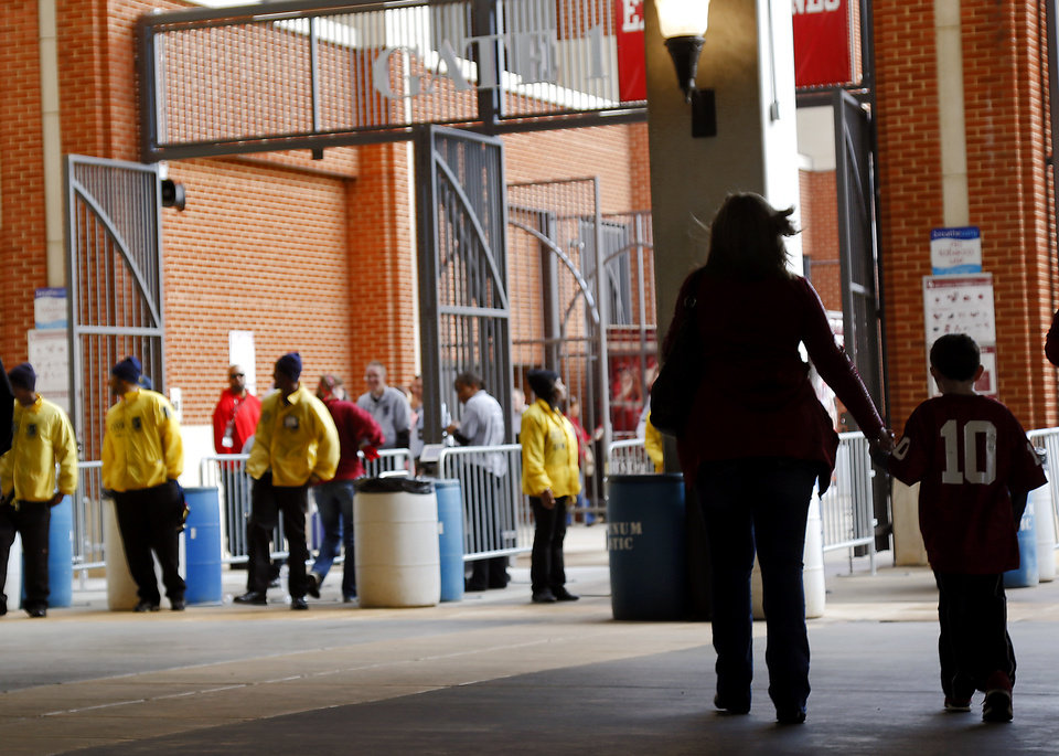 Fans arrive at the stadium before the start of the college football game between the University of Oklahoma Sooners (OU) and the Iowa State University Cyclones (ISU) at Gaylord Family-Oklahoma Memorial Stadium in Norman, Okla. on Saturday, Nov. 16, 2013. Photo by Chris Landsberger, The Oklahoman