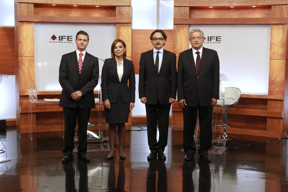 Photo -   In this photo released by Mexico's Federal Electoral Institute (IFE), presidential candidates Enrique Pena Nieto (Revolutionary Institutional Party, PRI), left, Josefina Vazquez Mota (National Action Party, PAN), second from left, Gabriel Quadri (New Alliance Party, PANAL), third from left, and Andres Manuel Lopez Obrador (Democratic Revolution Party and Workers Party, PRD,PT), pose for a group photo prior to the start of the first presidential debate in Mexico City, Sunday May 6, 2012. Next July 1, Mexico will hold presidential election. (AP Photo/IFE)