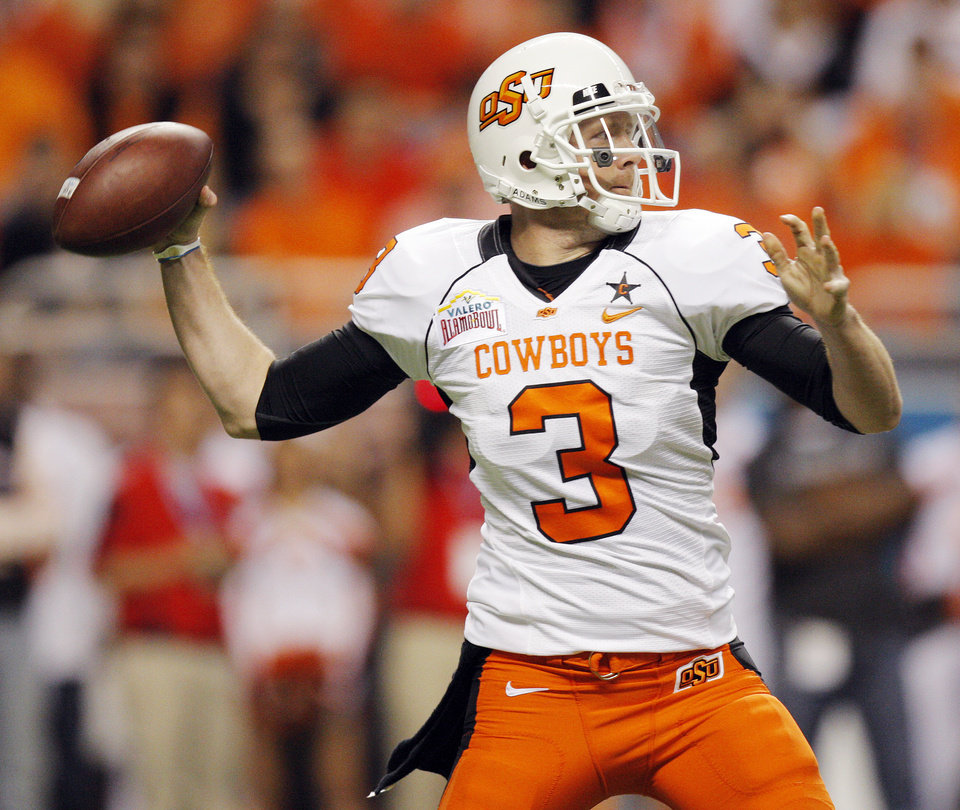Photo - OSU quarterback Brandon Weeden (3) passes the ball in the first quarter during the Valero Alamo Bowl college football game between the Oklahoma State University Cowboys (OSU) and the University of Arizona Wildcats at the Alamodome in San Antonio, Texas, Wednesday, December 29, 2010. Photo by Nate Billings, The Oklahoman ORG XMIT: KOD