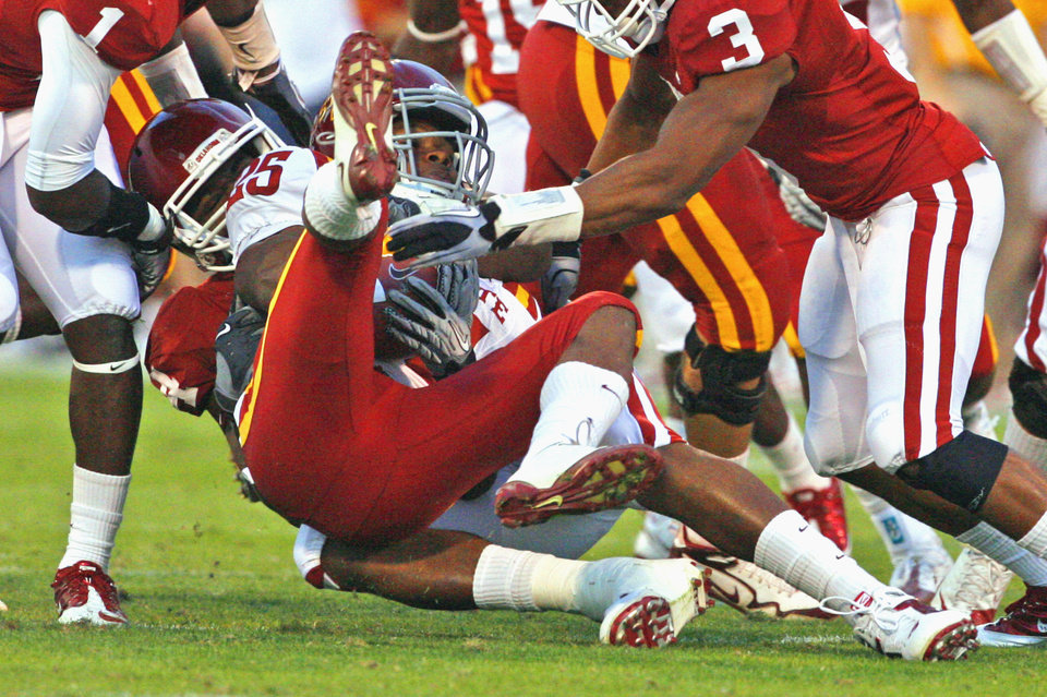 Photo - Frank Alexander (84) brings down Shontrelle Johnson (25) during the first half of the college football game between the University of Oklahoma Sooners (OU) and the Iowa State Cyclones (ISU) at the Glaylord Family-Oklahoma Memorial Stadium on Saturday, Oct. 16, 2010, in Norman, Okla.  Photo by Steve Sisney, The Oklahoman