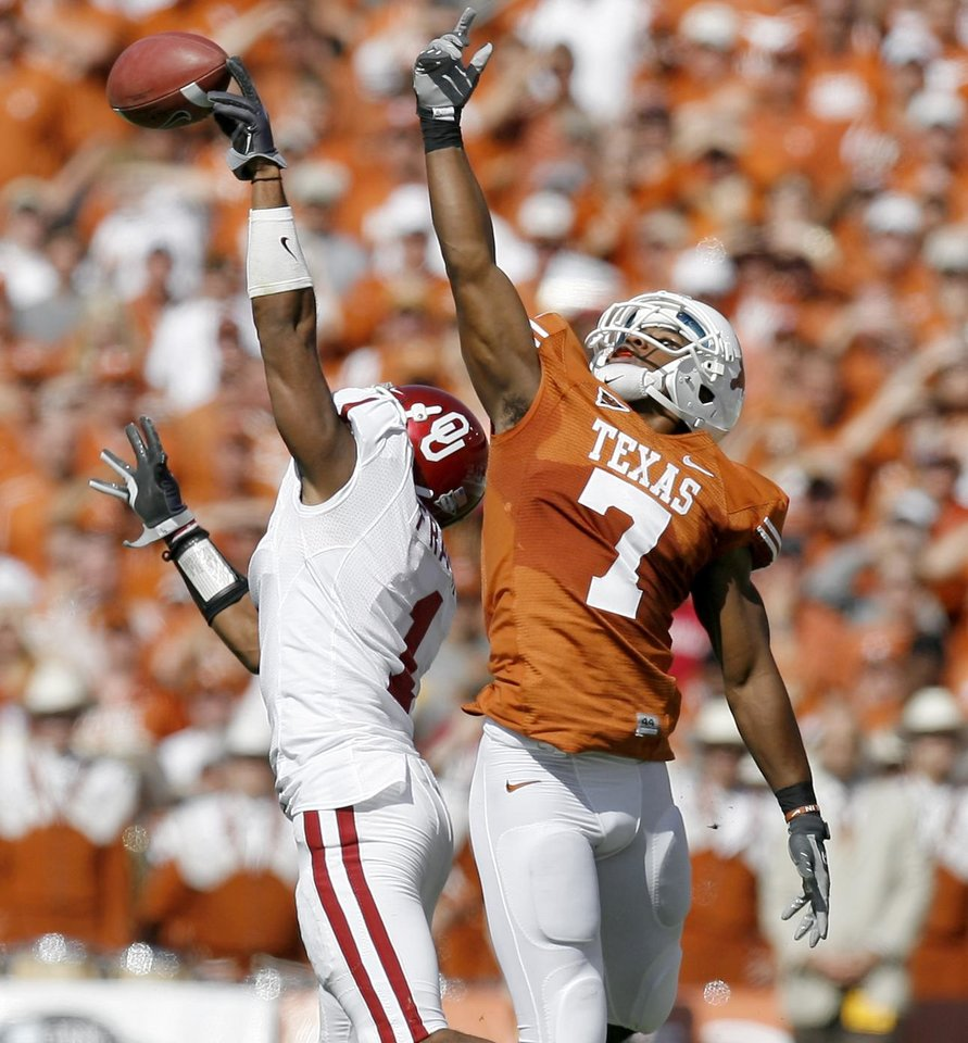 Photo - OU's Dominique Franks breaks up a pass intended for John Chiles of Texas during the Red River Rivalry college football game between the University of Oklahoma Sooners (OU) and the University of Texas Longhorns (UT) at the Cotton Bowl in Dallas, Texas, Saturday, Oct. 17, 2009. Photo by Bryan Terry, The Oklahoman