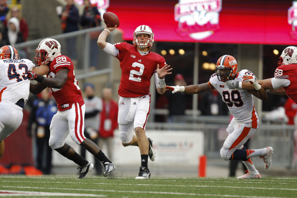 Photo -   Wisconsin quarterback Joel Stave (2) passes against Illinois defensive lineman Michael Buchanan (99) during the first half of an NCAA college football game on Saturday, Oct. 6, 2012, in Madison, Wis. Stave had 254 yards in Wisconsin's 31-14 win. (AP Photo/Andy Manis)