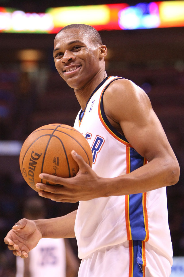 Photo - OKLAHOMA CITY THUNDER / PORTLAND TRAIL BLAZERS / NBA BASKETBALL  Oklahoma City Thunder guard Russell Westbrook during the Thunder - Portland game November 1, 2009 in the Ford Center in Oklahoma City.    BY HUGH SCOTT, THE OKLAHOMAN ORG XMIT: KOD