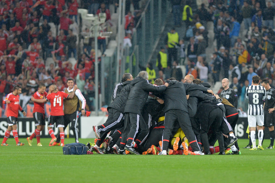 Photo - Benfica players celebrate at the end of the Europa League semifinal second leg soccer match between Juventus and Benfica at the Juventus stadium, in Turin, Italy, Thursday, May 1, 2014. With a 0-0 tie Benfica qualified for the final. (AP Photo/ Massimo Pinca)