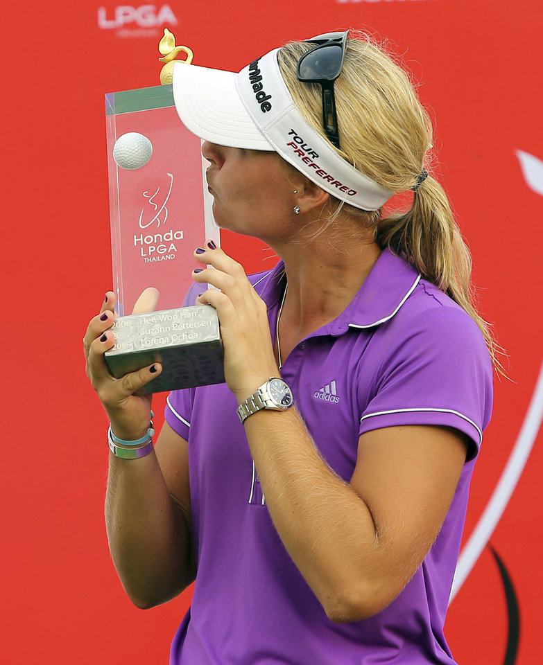 Photo - Anna Nordqvist of Sweden kisses her winner's trophy during the awarding ceremony of the LPGA Thailand golf tournament in Pattaya, southern Thailand, Sunday, Feb. 23, 2014. (AP Photo/Siamsport Newspaper) THAILAND OUT