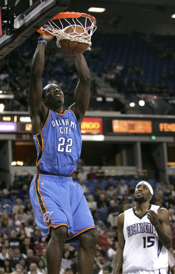Photo - Oklahoma City Thunder forward Jeff Green, left, dunks over Sacramento Kings forward John Salmons during the first quarter of an NBA preseason basketball in Sacramento, Calif., Friday, Oct. 10, 2008. (AP Photo/Rich Pedroncelli) ORG XMIT: SCA102