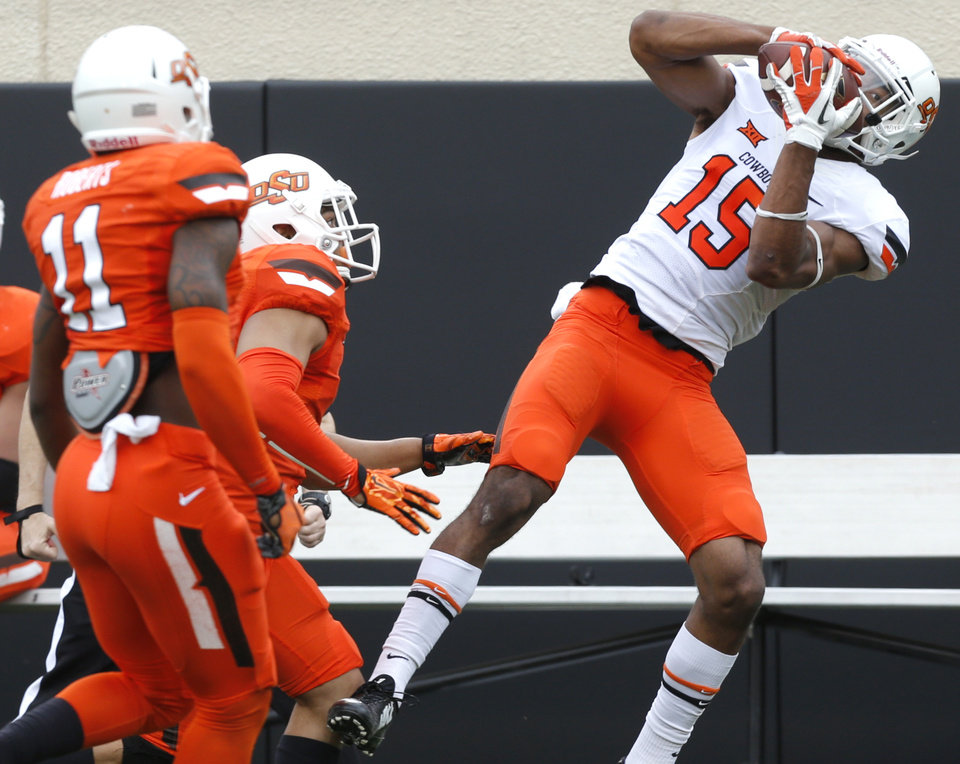Photo - OSU's Chris Lacy (15) makes a catch during the Oklahoma State University Spring football game at Boone Pickens Stadium in Stillwater, Okla., Saturday, April, 18, 2015. Photo by Sarah Phipps, The Oklahoman
