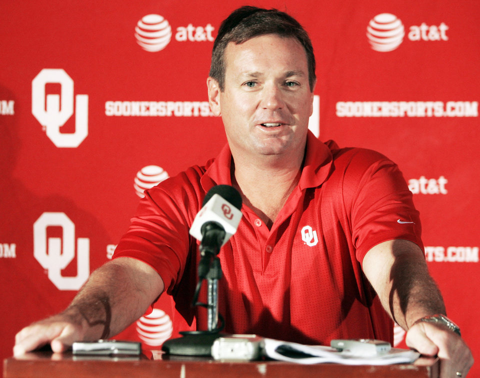 Photo - Oklahoma coach Bob Stoops has said he has stopped politicking about OU's place in the BCS. AP Photo
