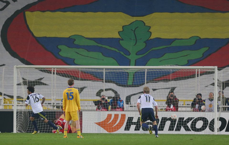 Fenerbahce's Cristian Baroni, left, scores  a penalty during their Europa League Round of 32 second leg soccer match against BATE at Sukru Saracoglu Stadium in Istanbul, Turkey, Thursday, Feb. 21, 2013. (AP Photo)