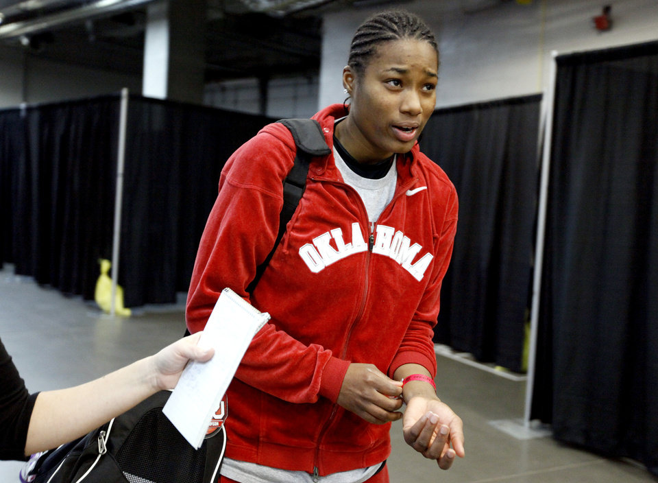 OU's Amanda Thompson walks to the team locker room the day before  the NCAA women's basketball tournament game between Oklahoma and Purdue at the Ford Center in Oklahoma City, Monday, March 30, 2009.  PHOTO BY BRYAN TERRY, THE OKLAHOMAN