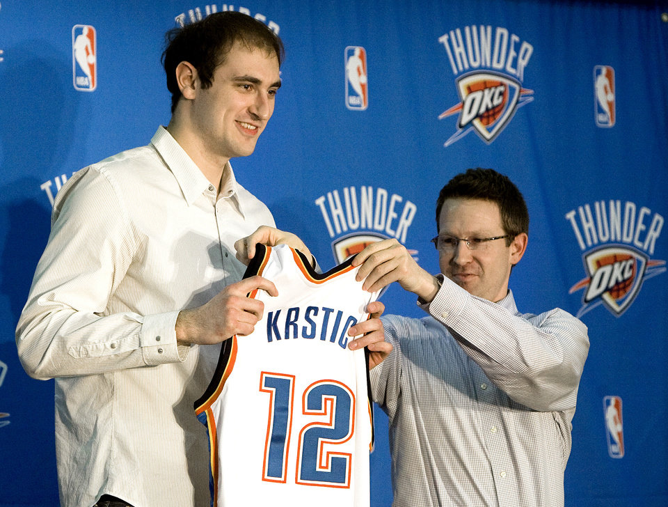 Photo - Thunder executive vice president and general manager Sam Presti gives new center Nenad Krstic his  Oklahoma City Thunder jersey, Tuesday, Dec. 30, 2008, at the Thunder practice facility in Oklahoma City. PHOTO BY SARAH PHIPPS, THE OKLAHOMAN ORG XMIT: KOD