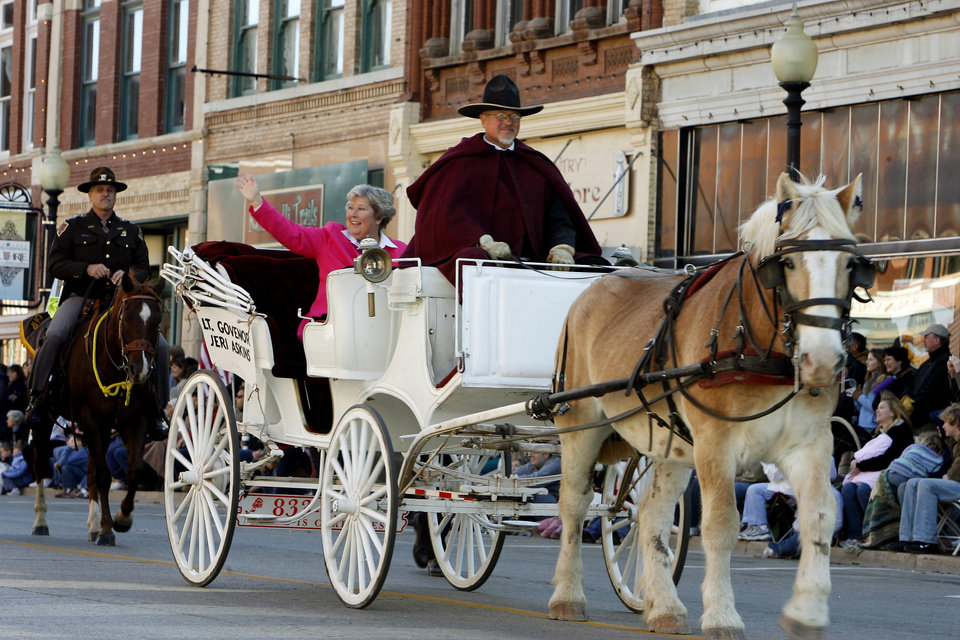 Photo - Lt. Governor Jeri Askins rides in a horse drawn carraiage as a part of the Oklahoma Centennial Day Parade, during the Centennial Day celebrations in downtown Guthrie, OK, Thursday, Nov. 16, 2007. By Paul Hellstern / The Oklahoman