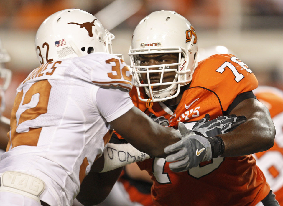 Photo - OSU's Russell Okung, right, is expected to play in the Cotton Bowl on Saturday despite tweaking his knee in practice this week. Okung is the Big 12 Offensive Lineman of the Year. AP photo