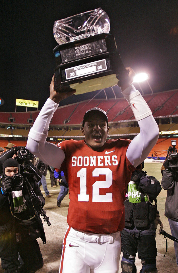 Photo - CELEBRATE, CELEBRATION: Oklahoma's Paul Thompson celebrates with the Big 12 Championship trophy after the 21-7 win over the Huskers in the Big 12 Championship game during the University of Oklahoma Sooners (OU) college football game against the University of Nebraska Cornhuskers (NU) at Arrowhead Stadium, on Saturday, Dec. 2, 2006, in Kansas City, Mo.   by Chris Landsberger, The Oklahoman  ORG XMIT: KOD