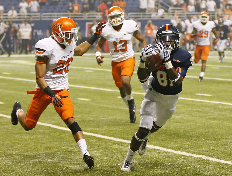 Photo - UTSA's Kenny Bias (81) makes a touchdown catch in front of OSU's Tyler Patmon (26) and Jordan Sterns (13) in the fourth quarter during a college football game between the University of Texas at San Antonio Roadrunners (UTSA) and the Oklahoma State University Cowboys (OSU) at the Alamodome in San Antonio, Saturday, Sept. 7, 2013. OSU won, 56-35. Photo by Nate Billings, The Oklahoman