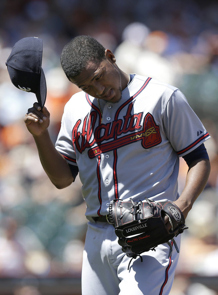 Photo - Atlanta Braves pitcher Julio Teheran walks off the mound after being relieved during the fourth inning of a baseball game against the San Francisco Giants in San Francisco, Wednesday, May 14, 2014. (AP Photo)
