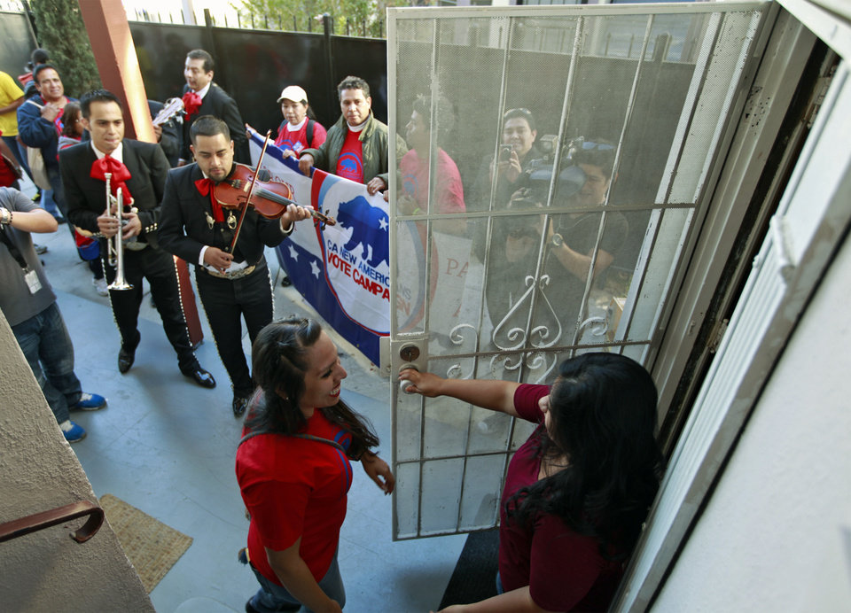 Photo -   Rosanna Del Rio, left, greets registered voter Edna Hernandez as the mariachi band