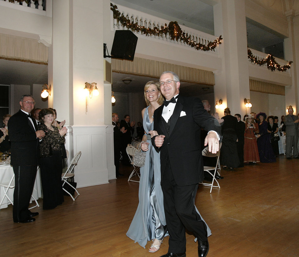 Photo - Gov. Brad Henry and his wife, Kim, are greeted as the arrive at the Oklahoma Centennial Statehood Inaugural Ball, Saturday, Nov. 17, 2007, at the Guthrie Scottish Rite Masonic Center, in Guthrie, Okla. By Bill Waugh, The Oklahoman