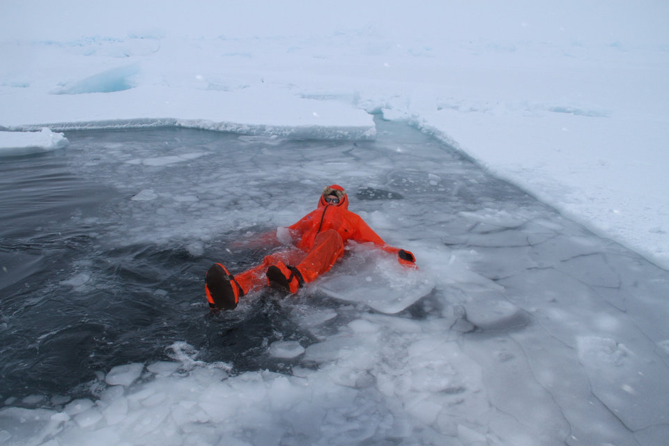 Photo - NORTH POLE HIKE: Doug Beall takes a dip in 28-degree salt water to try out a dry suit.     PHOTO COURTESY OF DOUG BEALL    ORG XMIT: 1005171553013392