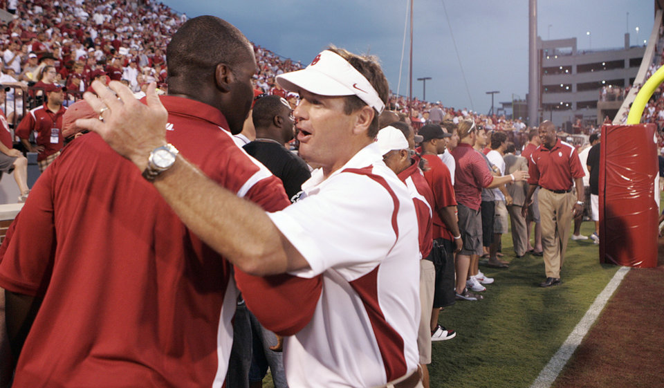 Photo - Head coach Bob Stoops shakes hands with more than 100 of his former players during a half time celebrations of Stoops' tenth year as the Sooners' head coach during the college football game between the University of Oklahoma Sooners (OU) and University of Tennessee-Chattanooga Mocs (UTC) at the Gaylord Family -- Oklahoma Memorial Stadium on Saturday, Aug. 30, 2008, in Norman, Okla.   Staff Photo by Steve Sisney/The Oklahoman ORG XMIT: KOD