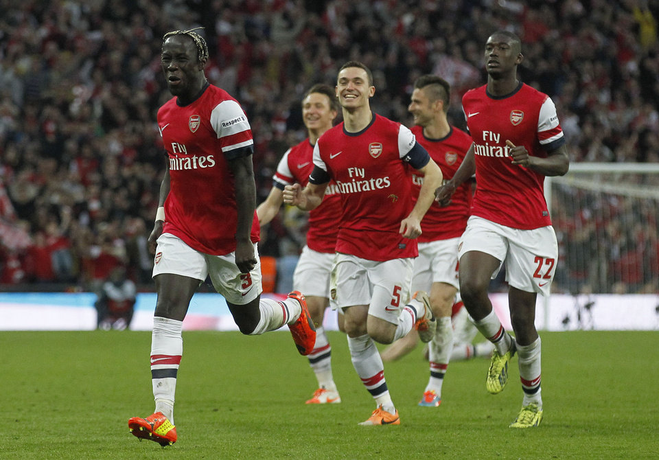 Photo - Arsenal's players celebrate their win against Wigan Athletic at the end of their English FA Cup semifinal soccer match at Wembley Stadium in London, Saturday, April 12, 2014. (AP Photo/Sang Tan)