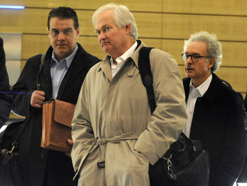 Photo -   Donald Fehr, executive director of the NHL Players' Association, leaves after meeting with the NHL, Friday, Nov. 9, 2012, in New York. The league and the players' association met Friday for the fourth straight day and fifth time in seven days, trying to reach an agreement to end the lockout. (AP Photo/Louis Lanzano)