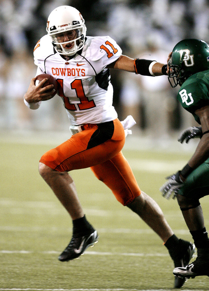 Photo - Quarterback Zac Robinson scores during first half action in the college football game between Oklahoma State University and Baylor University at Floyd Casey Stadium in Waco, Texas, Saturday, Nov. 17, 2007. BY STEVE SISNEY, THE OKLAHOMAN