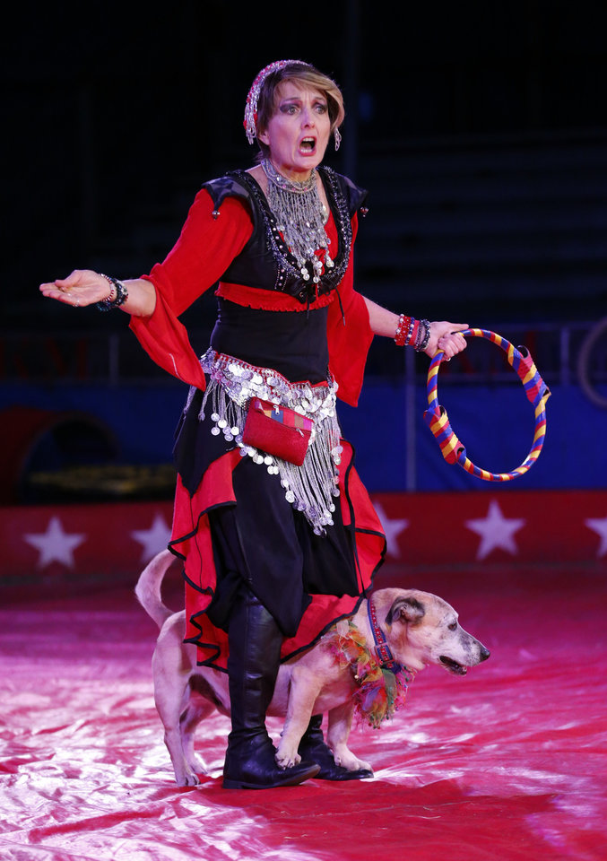Photo -  Kelly Miller Circus performers entertain Tuesday in Pauls Valley. [PHOTO BY STEVE SISNEY, THE OKLAHOMAN]