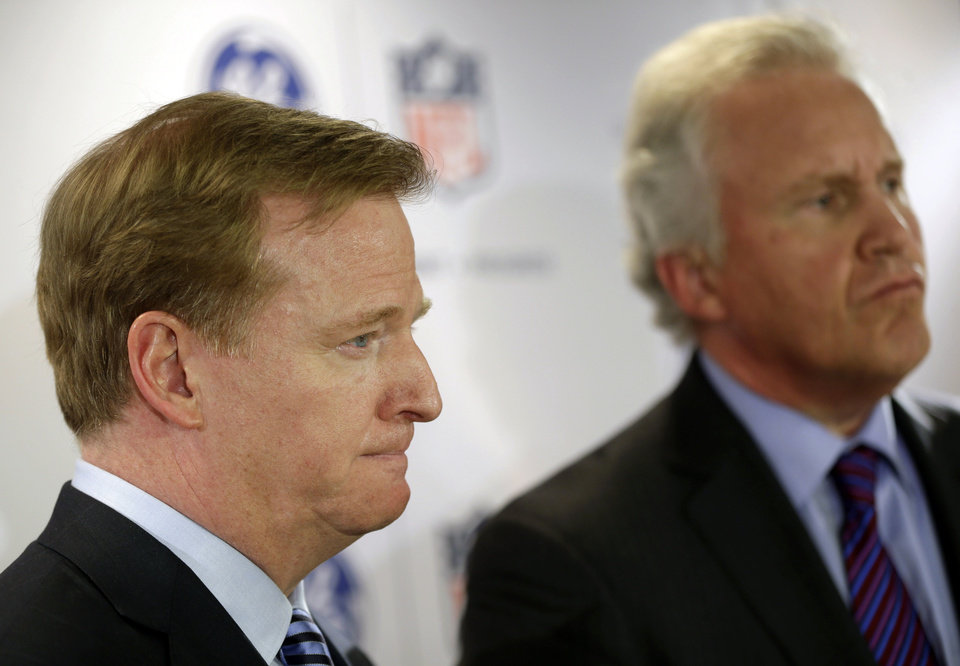 NFL Commissioner Roger Goodell, left, and General Electric Chairman and CEO Jeff Immelt talk with reporters during an NFL football news conference in New York, Monday, March 11, 2013. GE is partnering with the NFL, the U.S. Military and others to further research on head injuries. (AP Photo/Seth Wenig)