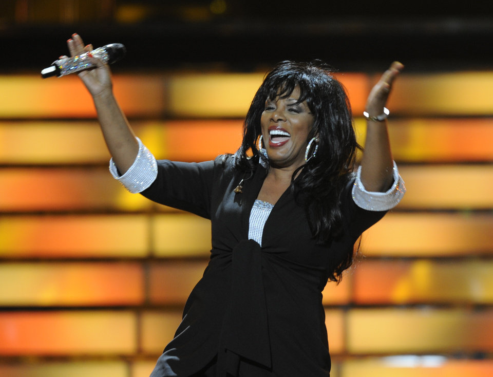 Photo -   FILE - In this May 21, 2008 file photo, Donna Summer performs during the finale of